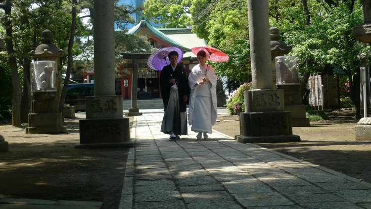photo, image, women walking, japan, travel in a foreign language