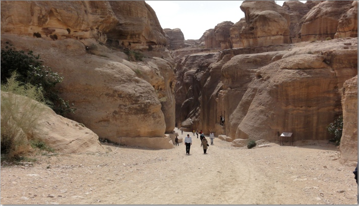 the canyon narrows quickly at petra