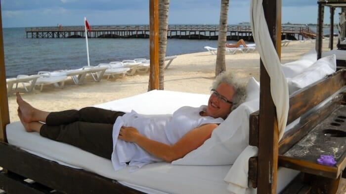 photo solo woman all inclusive resort