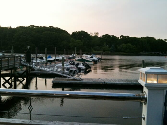 photo, image, sagamore creek, boats, dining solo