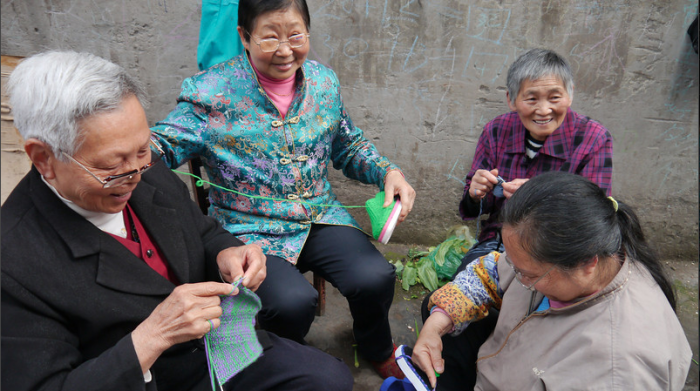 Knitting circle in the market in Fengdu.
