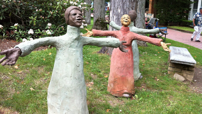 These charming statues are the work of a local sculpture.