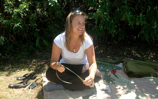 Elena's very first creative travel experiences: Happy in Maureen Harte's garden, who teaches her unique approach to creative handicraft, such as the ancient weaving tradition.