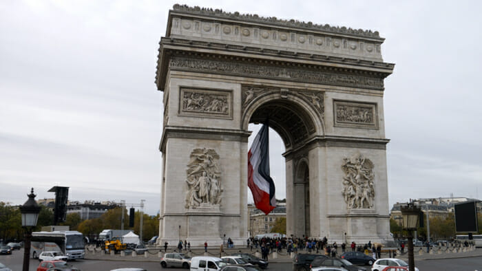 Paris is the Arc de Triomphe.
