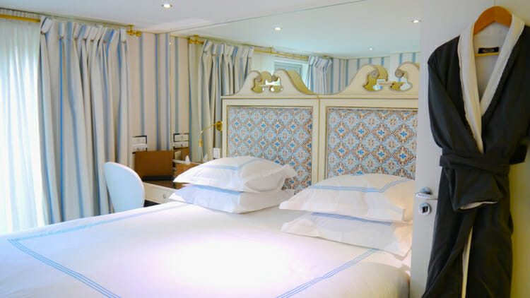 photo, image, bed, river cruise, luxury solo travel