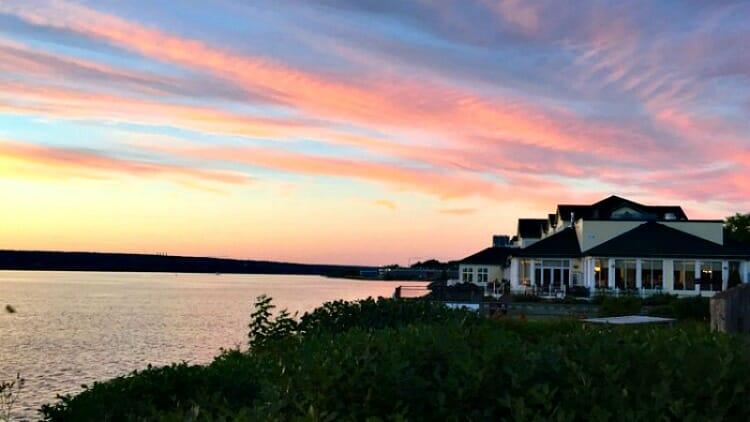 photo, image, sunset, Rodd Miramichi, solo travel canada