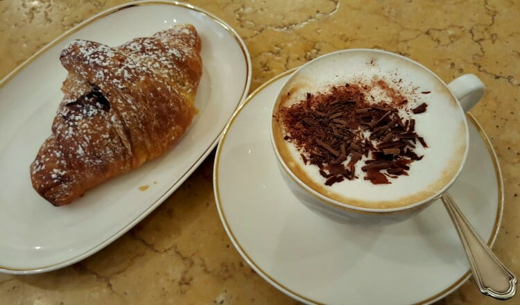 photo, image, cappuccino, one hour tour of bologna