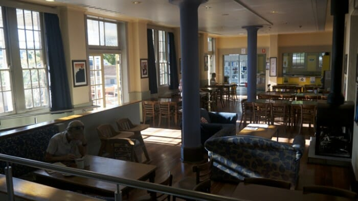 The common room and restaurant of the YHA Blue Mountains.