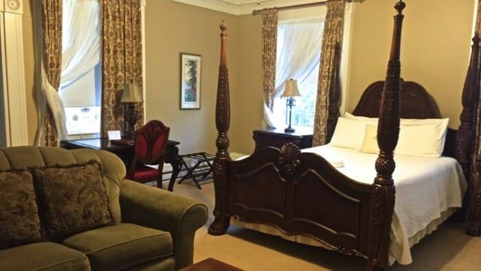 Room at DesBarres Manor Inn