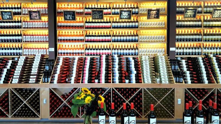 photo, image, wine, luckett vineyards, wolfville, nova scotia