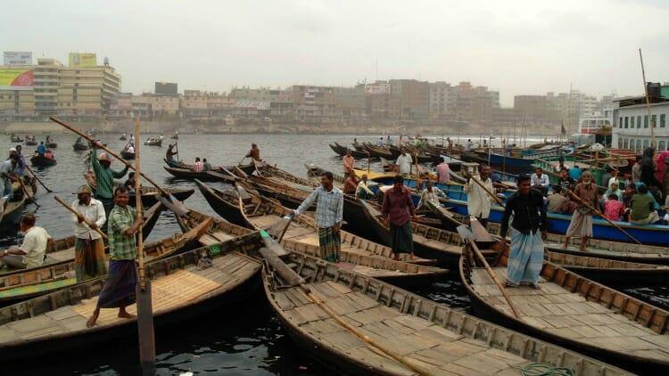 photo, image, boatmen, sadarghat port, dhaka, bangladesh