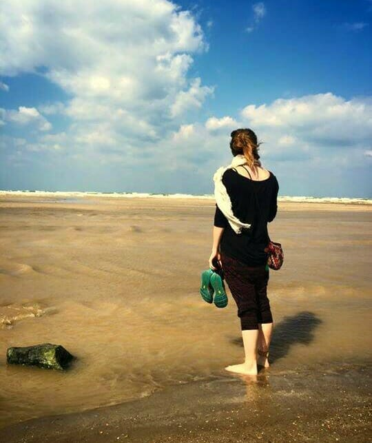 photo, image, woman at beach, oman, first solo trip