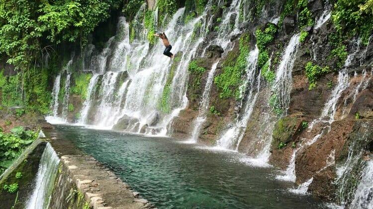 photo, image, waterdall, el salvador, first solo trip