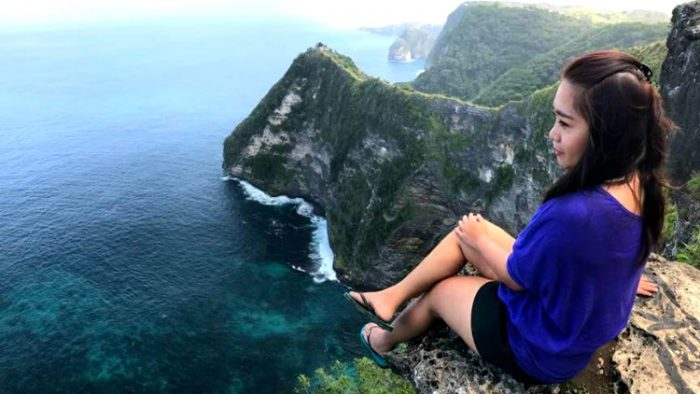 girl on cliff, nusa penida