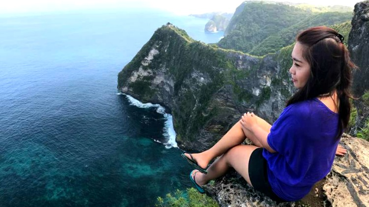 photo, image, girl on cliff, nusa penida, indonesia