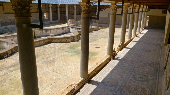 photo, image, courtyard, ancient sites in sicily