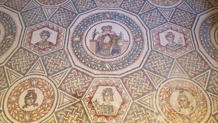 photo, image, mosaics, ancient sites in sicily