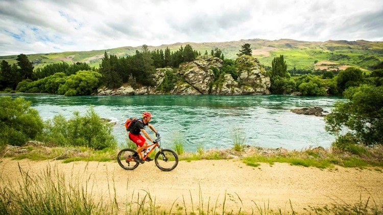 photo, image, cyclist, central otago, new zealand