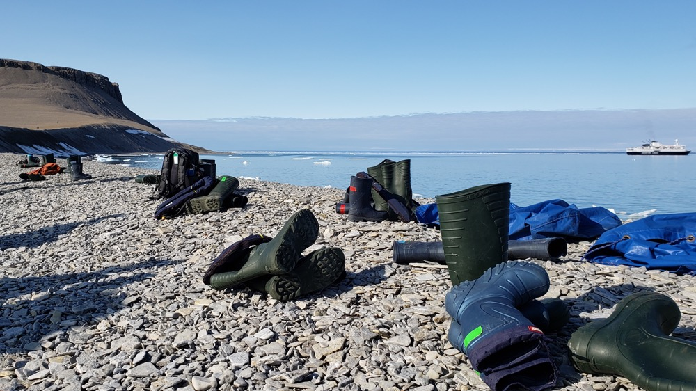 photo, image, rubber boots, solo travel in nunavut