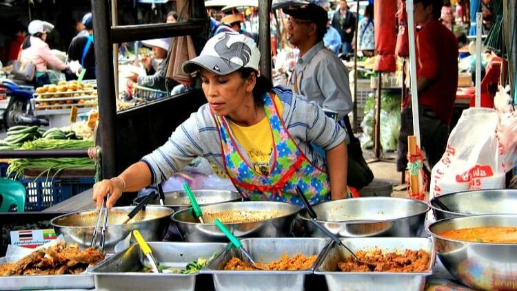 solo travel Thailand street food