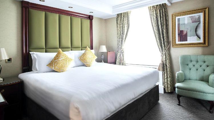 hotel moonlight, london, simple travel hacks